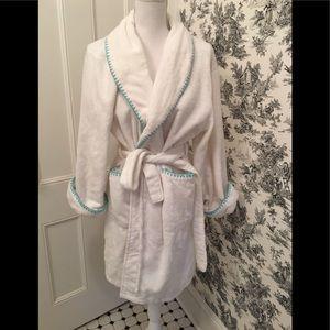 "Natori ""Josie"" white fluffy short robe Large"